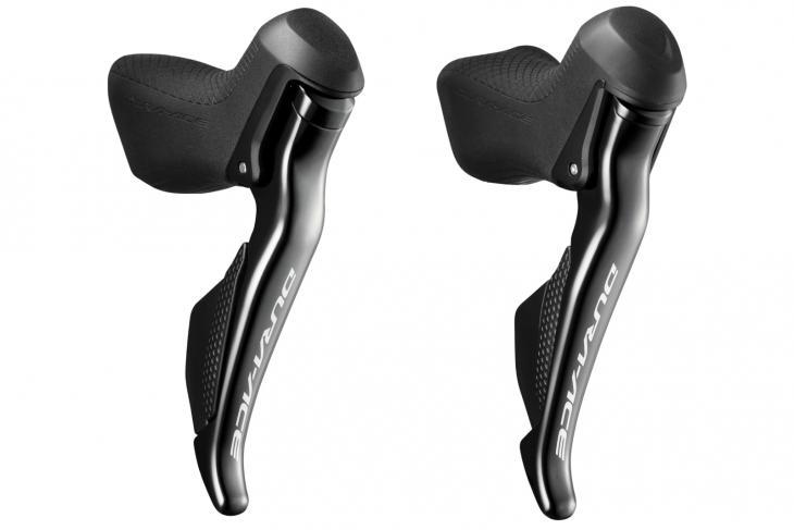 シマノ ST-R9150(左、リム)、シマノ ST-R9170(右、油圧ディスク)