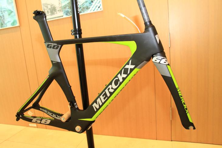 TTバイクは、ステム及びブレーキに汎用品が使用可能なLugano68に一本化される