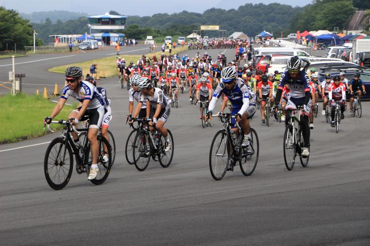参加者全員が参加する試走はチームメイトともにコースを1周できる貴重な機会