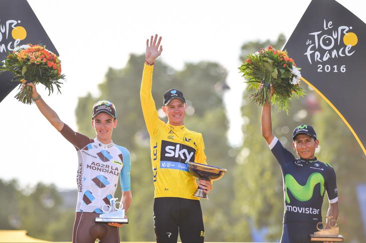 総合トップスリー、2位ロメン・バルデ(フランス、AG2Rラモンディアール)、1位クリス・フルーム(イギリス、チームスカイ)、3位ナイロ・キンタナ(コロンビア、モビスター)