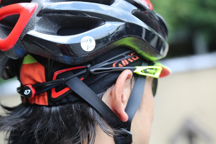 テンプルラバーが柔軟性に優れるため、ヘルメットとの干渉もすくない