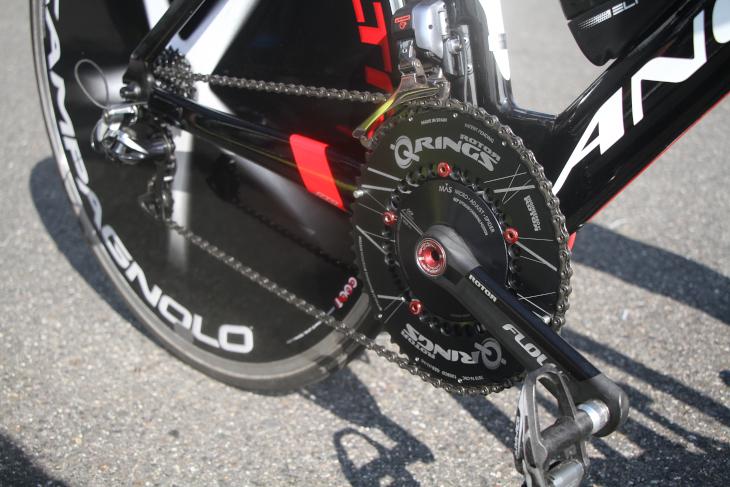 タイムトライアルバイクにはロードよりも大きな55Tを装備しているという