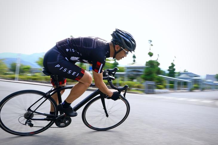 「やられた。レースバイクの運動性能なのに乗り心地がとても良い」
