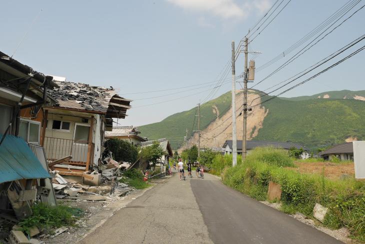 震災の爪あとが残る熊本・阿蘇を走る「La CORSA Kyusyu」