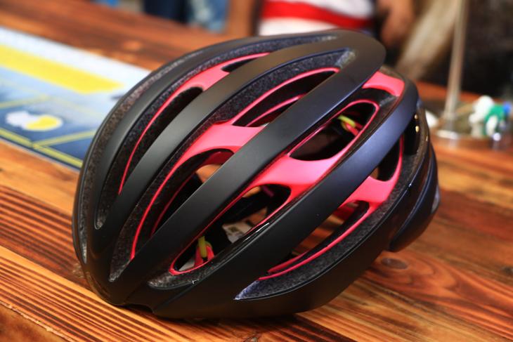 MIPS搭載を前提に設計されたBELL Zephyrヘルメット