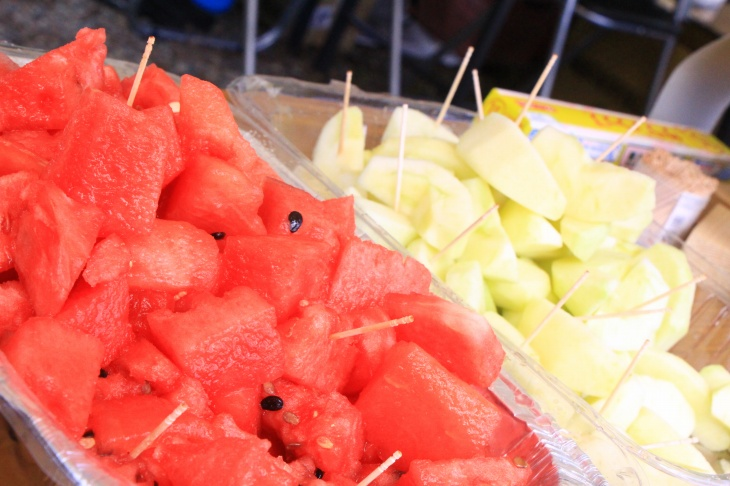 エイドでは季節のフルーツが振る舞われる