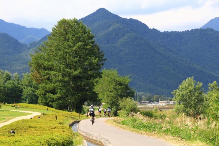 北アルプスの山々を感じながらサイクリング