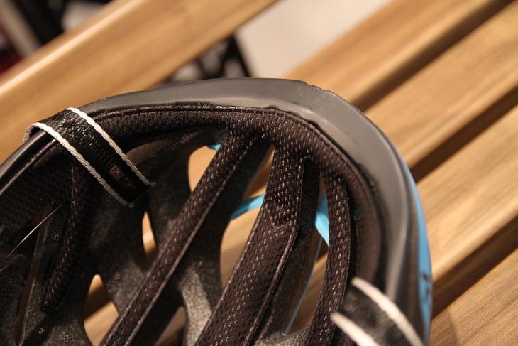 インナーパッドは面積を必要最小限とすることで、吸汗性を確保しながら、通気性の向上に貢献