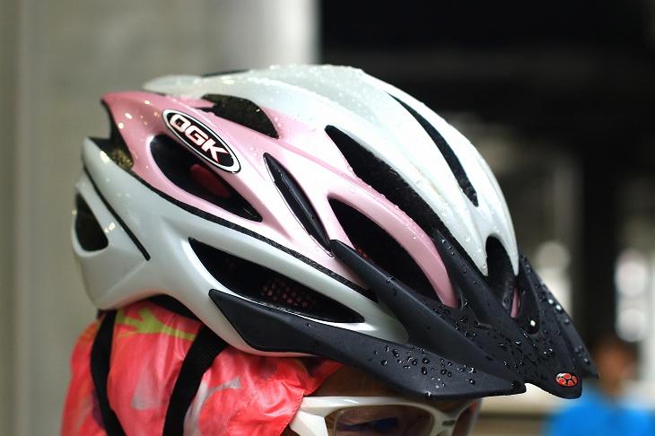 ヘルメットはOGKのREGAS、こちらもピンクだ