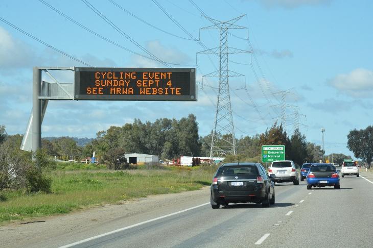 高速道路の電光掲示には大会開催を知られる表示