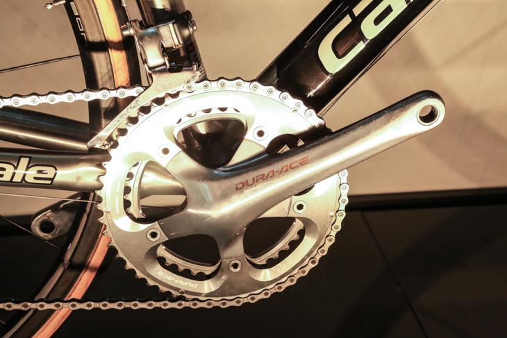 BB軸をクランクアームに一体化した「ホローテックII」デザインは、他社が一斉に追従した
