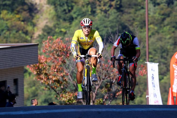 E1クラスタ 岡篤志(弱虫ペダルサイクリングチーム)が優勝