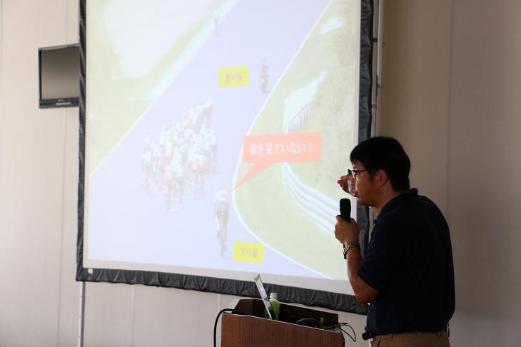 体験レースの講習会では、元オリンピック代表の江原氏が図や写真を交えて、分かりやすく解説をしてくれる