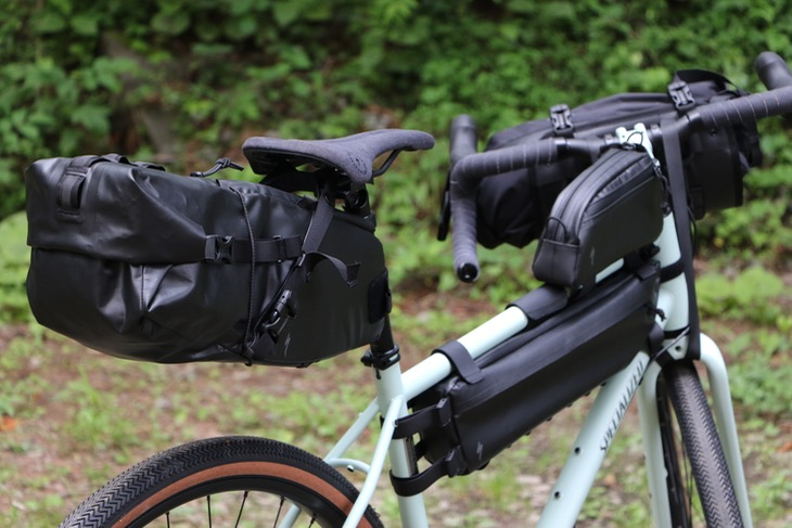 バイクバッグも各種同時リリースされている。スペイン語でロバの意味、Burra Burraシリーズという