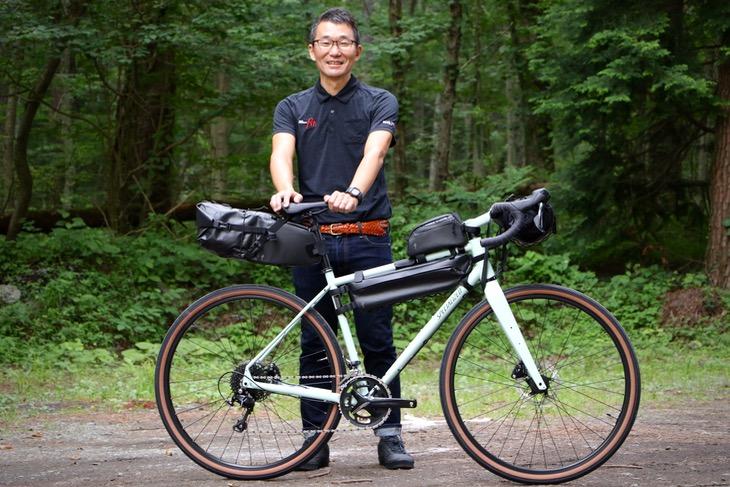 スペシャライズド・ジャパンSBCU担当、佐藤修平氏。もともとツーリングバイクで全国津々浦々の野山を駆け巡っていた冒険野郎