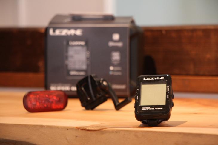 レザイン SUPER GPS(速度、心拍センサーが付属するセットも販売予定だ)