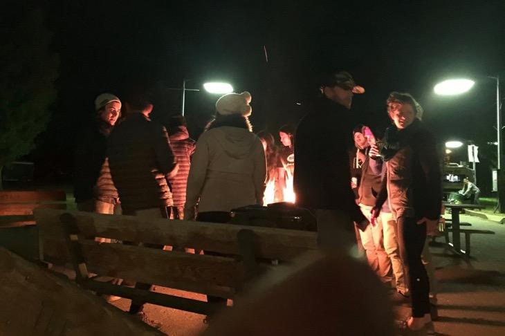 会場で前夜に行われていた焚き火。めちゃくちゃに寒かった