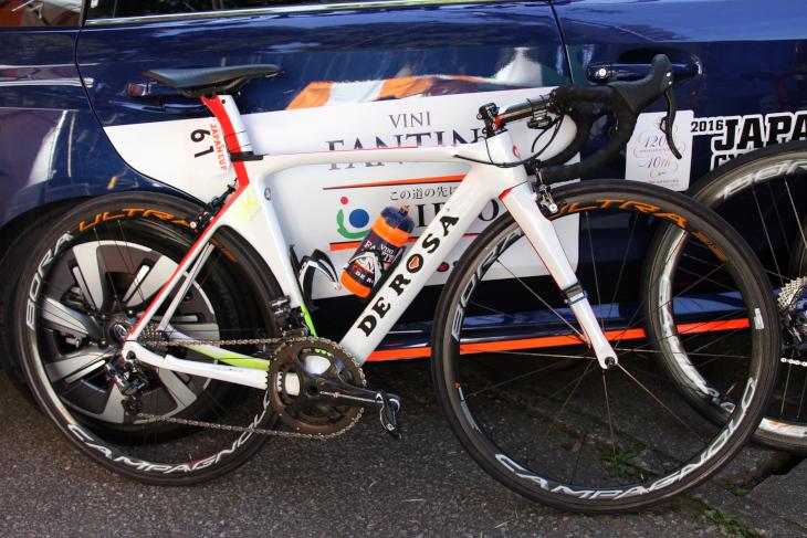 ダミアーノ・クネゴ(イタリア、NIPPOヴィーニファンティーニ)のデローザ SK Pininfarina