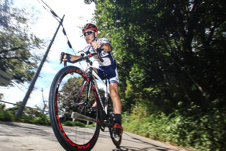 「大きな負荷がかかる下りのコーナーでもスムーズな回転をキープしてくれます」杉山友則(Bicicletta IL CUORE)