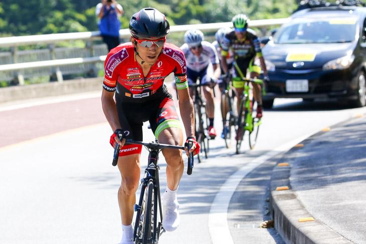 チャンピオン 194km地点、鋭くアタックした増田成幸(宇都宮ブリッツェン)に誰も反応できない