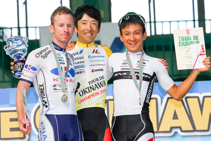 チャンピオン表彰 増田成幸(宇都宮ブリッツェン)は2年ぶり2度目優勝