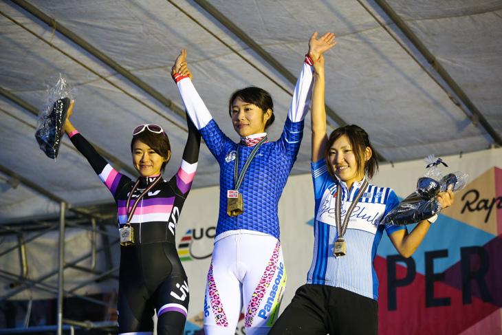 エリート女子 2位武田和佳(Liv)、1位坂口聖香(パナソニックレディース)、3位今井美穂(CycleClub.jp)