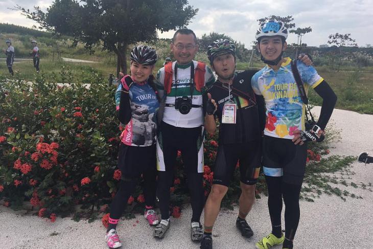 左からチョコ、シクロワイアードカメラマン高木氏、サイクルスポーツ栗山氏、台湾のメディアのアランさん