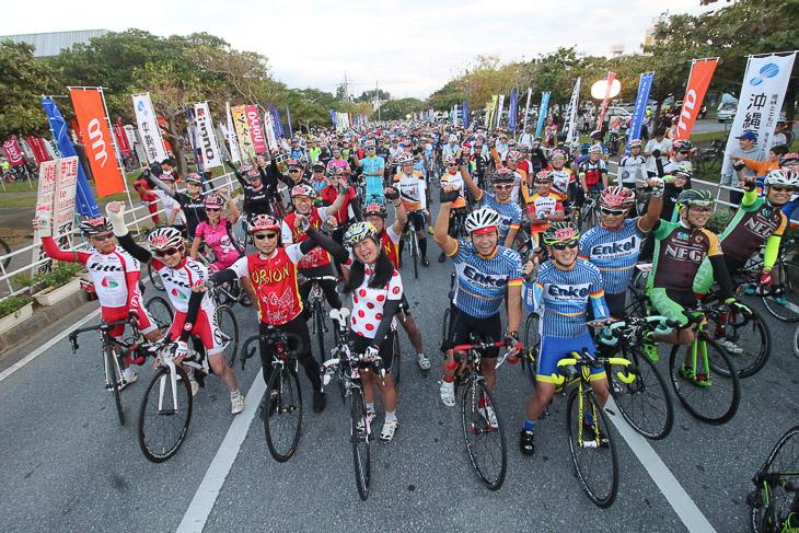 やんばるセンチュリーライド&本島一周サイクリングのスタート