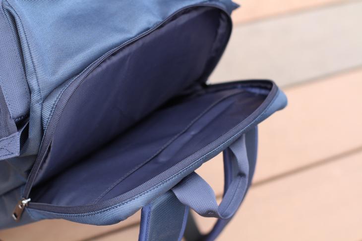 ノートPC用のポケットが備えられているため、通勤通学用鞄としても活躍する