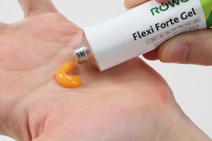 薄いオレンジ色のジェルは、ほどよく硬さがあり手に取りやすいクリーム状