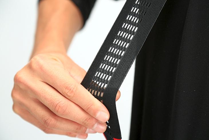 肩紐は熱を逃がすため網目の大きいメッシュ加工がされる