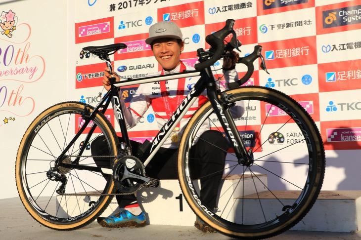 全日本選手権で優勝した沢田時(ブリヂストンアンカー) のアンカー CX6