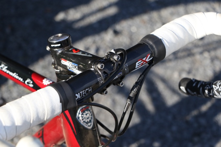 ハンドル周りやシートポストはコントロールテック製品を使う