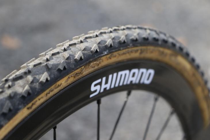SHIMANOとだけ書かれたホイール。ヨーロッパプロが使用しているものと同じプロトタイプだ