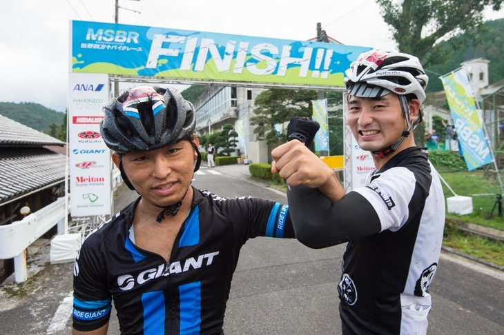 ジャイアント・ジャパンの中谷メカと新人サイクルスポーツ誌編集部の江里口くん。速かった