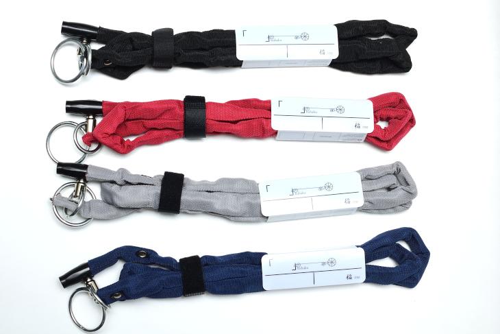 いずれもブラック、レッド、グレー、ネイビーという4色展開となっている