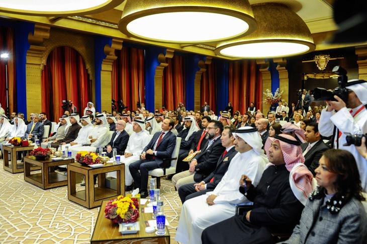 プレゼンテーションには世界各国からジャーナリストたちが集まった