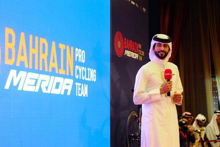 チームの概要を紹介するナセル・ビン・ハマド・アル・カリファ王子