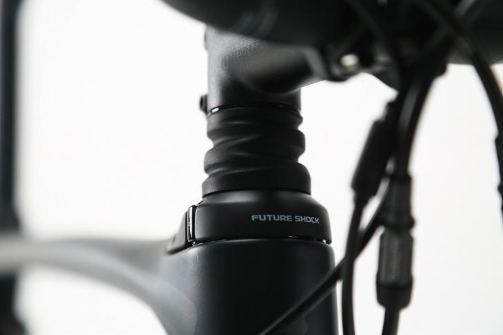 革新的サスペンション機構「フューチャーショック」をヘッドチューブに搭載