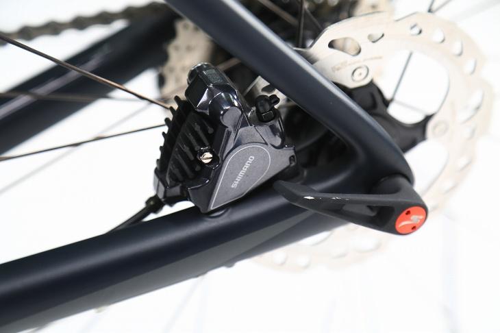 ブレーキ台座はフラットマウントでブレーキング時の剛性を確保