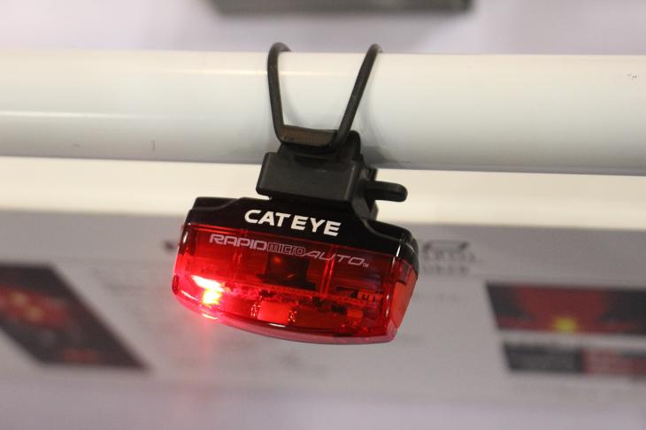 自動点灯モードや新しい発光パターンを採用したキャットアイのRAPID MICRO AUTO