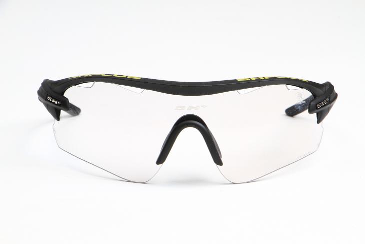 大型の1枚レンズを採用し、広い視野を獲得したRG5100 REACTIVE