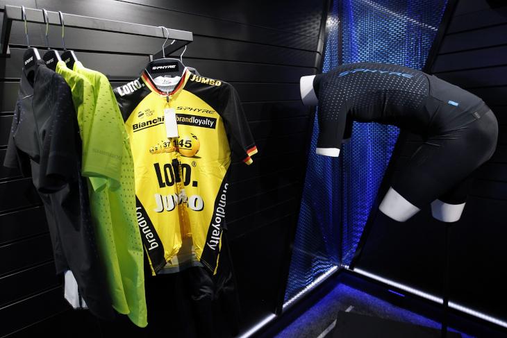 ロットNLユンボの選手が着用するジャージも展示されていた