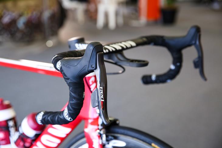 UCIワールドチームの中で唯一のスラム・レッドeTap使用チームとなった