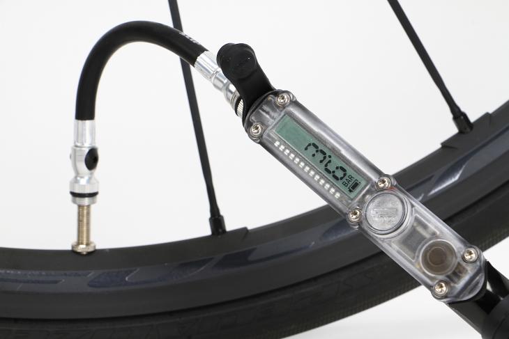 bar表示ではコンマ1単位で空気圧管理することが可能だ