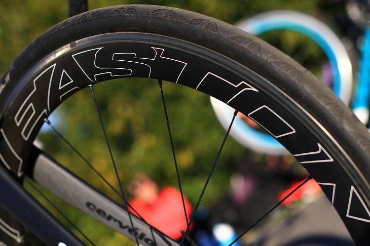 イーストンのEC90AERO タイヤはコンチネンタルGP4000S