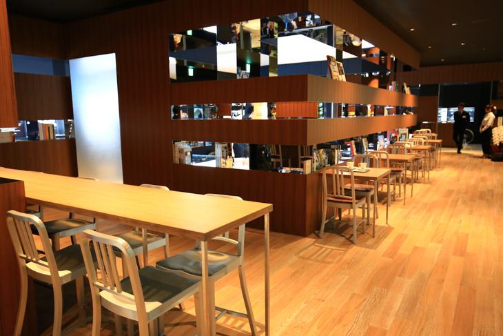 「シマノスクウェアカフェ」はゆったりとくつろげる: photo:Makoto.AYANO