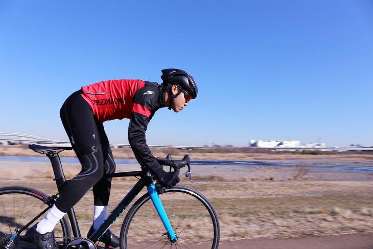 今季はトラックバイクで走るクリテリウムへのフィットが山村に求められるテーマの1つだ: (c)Specialized Japan