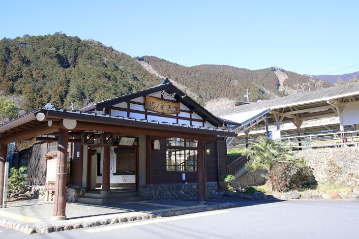JR鳩ノ巣駅舎に心が和みます。