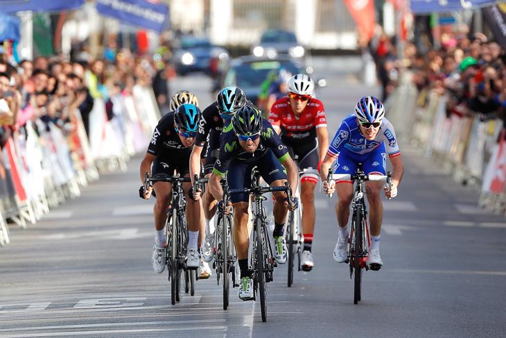 スプリントで先頭に立つアレハンドロ・バルベルデ(スペイン、モビスター)